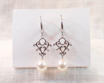 Vintage 14k Gold and Pearl Drop Earrings