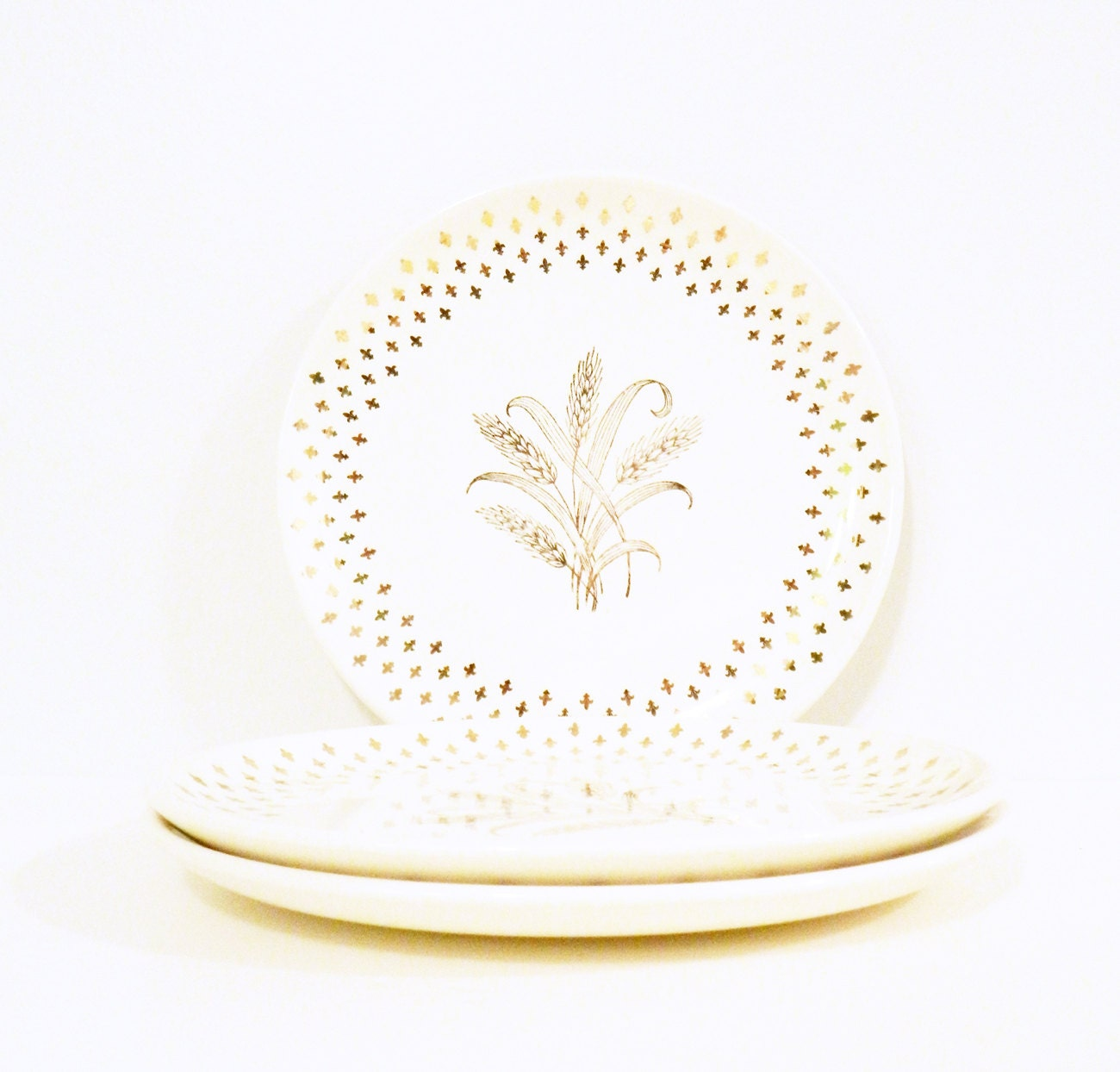 Gold Fleur De Lis Vintage Dinner Plates / Set of 3 Wheat Pattern Dinner Dishes /  sc 1 st  Store fashion trends Womens Mens and Kids online Apparel Shoes ... & Gold Fleur De Lis Vintage Dinner Plates / Set of 3 Wheat Pattern ...