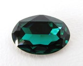 Vintage Swarovski Crystal Rhinestone Emerald Oval Large Jewel 30x22mm swa0699 (1)