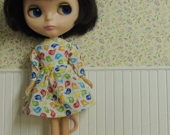 Pretty Dress for Blythe with tiny bird print, long sleeves and a tiny yellow bow