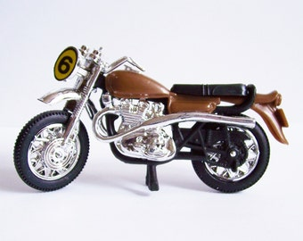 Motor Cycle Cake Topper- Number 8 on front in Yellow Circle.