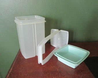 Tupperware Pickle Keeper Pick-A-Deli Large Size with Aqua Colored Lid