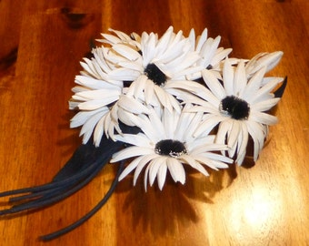 Vintage Millinery Flowers Bouquet Corsage Black and White Flowers Dasies