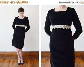SUMMER SALE 1960s Black Velveteen Dress - XS/S