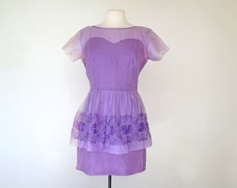 LILAC WINE // fitted peplum 60s embroidered wiggle dress / M L