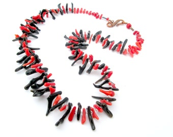 Red and black coral cupollini necklace
