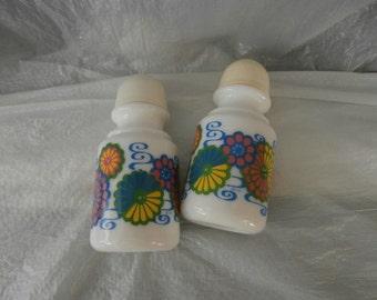 Salt &  Pepper Shaker Set- Ceramic-Flower Power ~ White Glass ~Flower Tops