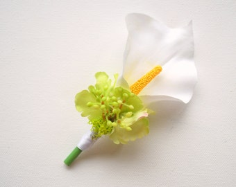 White Lily Calla Grooms Boutonniere Pin, White Weddings Accessories, Grooms Calla Boutonniere, Spring May Weddings, White Green Flowers