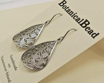 silver drop earrings, vintage silver drops, silver earrings, silver filigree earrings, silver filligree drops
