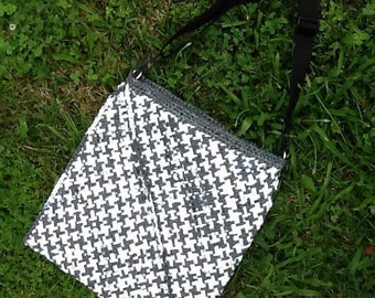 Plarn Tote, messenger bag, grey and white, lined with pocket