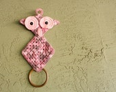 Vintage Crochet Owl Towel Holder, Pink/Mauve