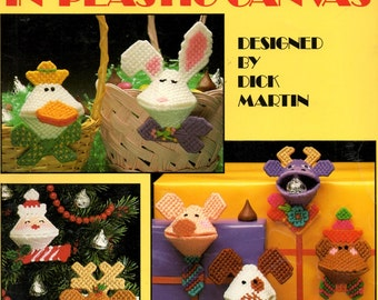 Gimme Kiss in Plastic Canvas Squeeze Coin Purses Rabbit Moose Pig Duck Dog Reindeer Santa Needlepoint Embroidery Craft Pattern Leaflet 1112