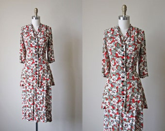 Vintage 1940s Dress - 40s Dress - Cold Rayon Vivid Red Sage Green Floral Peplum Dress Suit M - Novel Idea Dress
