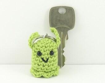 green alien keychain, amigurumi alien keyring, crochet alien, alien bag charm, plush alien, mini alien, miniature alien