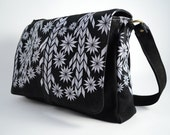Black leather shoulderbag with white print