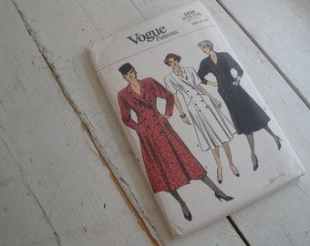 Vogue Vintage Sewing Pattern Double Breasted Dress 9439 1980s