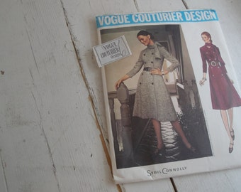 Vintage Vogue Couturier Design 2606 Size 14 UNCUT Sybil Connolly TAG