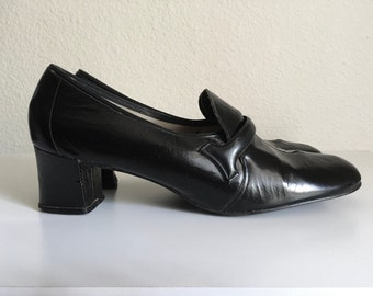 Vintage Shoes Women's 60's Black, Pilgrim Pumps, Mod by Life Stride (Size 10)