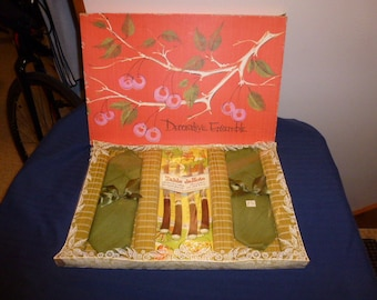Vintage in Box Placemat & Napkin set with Steak Knives