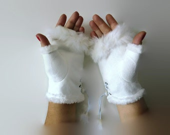 Creme white winter gloves-Faux fur winter gloves-Fingerless Gloves -white faux suede with fur trimming-Vegan leather-suede