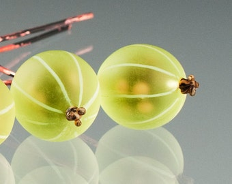 Gooseberry Bead, 1 large  green gooseberry glass bead on copper wire stem. Realistic and life-sized glass art, lampwork glass bead.