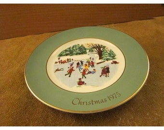 Skaters on the Pond – Christmas 1975 – Avon Christmas Plate Series Fourth Edition – Vintage Christmas Collector Plate & Holiday Décor