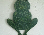 Garden Art Metal Frog Stake Outdoor Yard Decor Recycled Metal Frog Sculpture Green