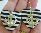 vintage black and white heart shaped nautical dangle and drop pierced earrings with silver tone anchor 615C1