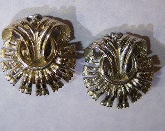 clip on earrings, vintage small silver tone clip on earrings 615B