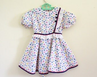 Vintage 1960s Girls Size 4-5 Dress / White Cotton Novelty Floral Print, Ric Rac, Eyelet Trim