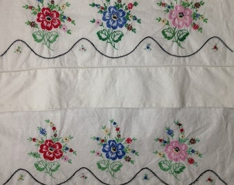 Pair PILLOWCASES Embroidered FLOWERS vintage NEW
