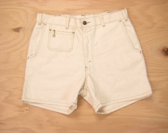 1970s Levis Shorts Vintage Made in USA Off White Fleck Ring Zipper Pull Retro Hippie Surf Short Pants Size 31 Small