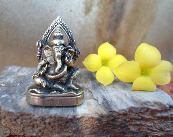 Ganesh Statue Meditation Altar Tiny Ganesha Statue Portable Altar Deity Statue  Pocket Shrine Hindu God Wisdom Wealth Success Gift Under 10