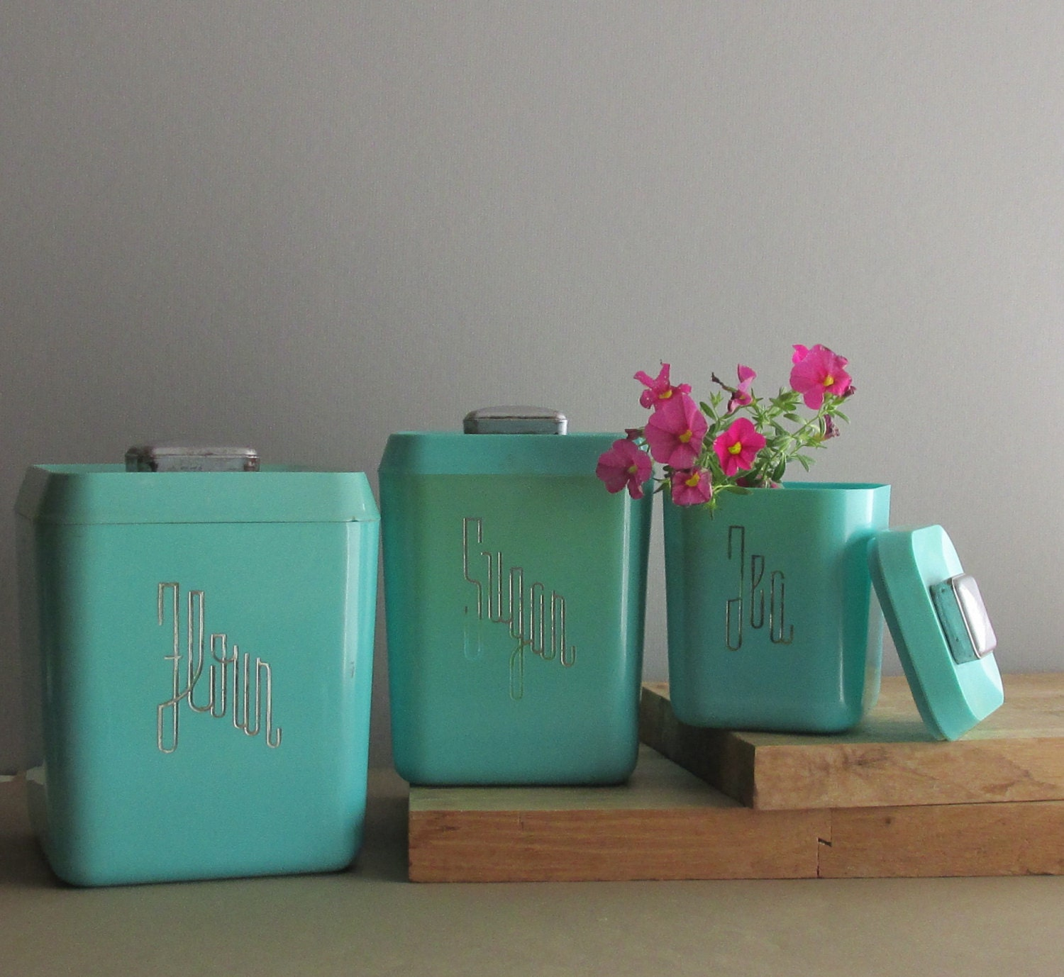 vintage canisters aqua retro kitchen decor turquoise