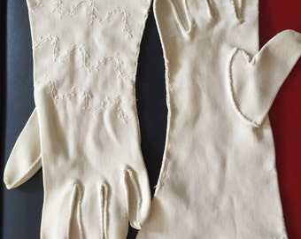 Vintage 1960s Climbing Ivy White Gloves