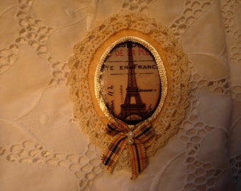 PARIS, felt brooch done with love....