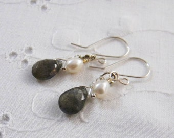 Labradorite Earrings, Labradorite and Pearl Earrings, Gray earrings, Pearl Earrings, Teardrop Earrings