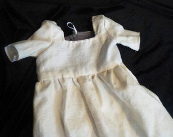 Baby's 18th century gown in white linen, 6 months