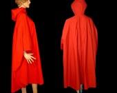 Rubberized tomato red cotton raincoat cloak ~ Plus ~ One Size ~ OSFA free size Neiman Marcus ~ Made in USA ~ hood long full mac cape rubber