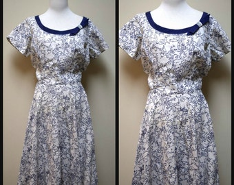 Vintage 50s/60s SAKS FIFTH AVENUE Blue White Cotton Novelty Print Dress Size M