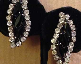 Vintage 1970s Black And White Austrian Rhinestone Crystals Curved Leaf Shaped Silver Post Back Pierced Ear Earrings