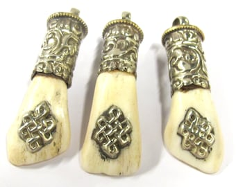 3 pendants - Nepal mountain tribal buffalo tooth pendant with knot symbol and tibetan silver cap - PM0379
