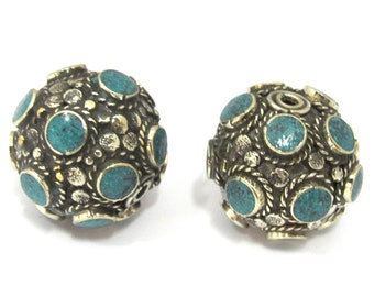 2 Beads - Beautiful Tibetan turquoise inlaid focal pendant bead from Nepal 25 mm size - BD894s