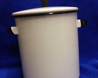 Vintage white enamel 1 gallon pasta pot