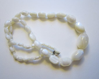 vintage MOP bead necklace - graduated beads - vintage handmade necklace - mother of pearl beads