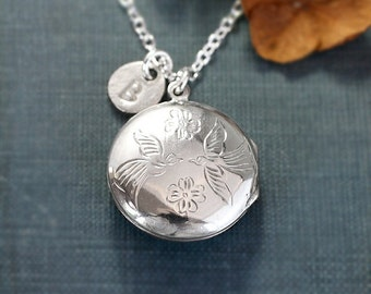 Lovebirds Engraved Sterling Silver Locket Necklace, Round Vintage Pendant - Kissing Sparrows