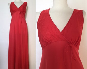 Vintage 70s / Red / V Neck / Empire Waist / Maxi / Nightgown / Small