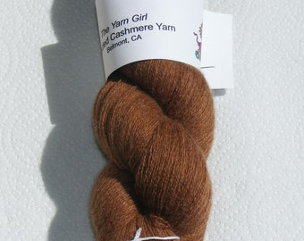 Medium brown pure cashmere recycled yarn