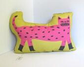 Cornelius Pinklebaum the leopard cat Decorative Pillow