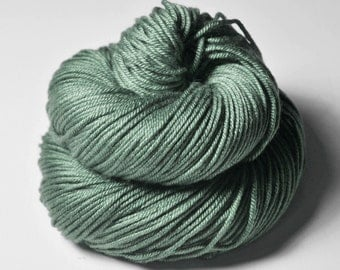 Glass frog - Silk/Merino DK Yarn superwash